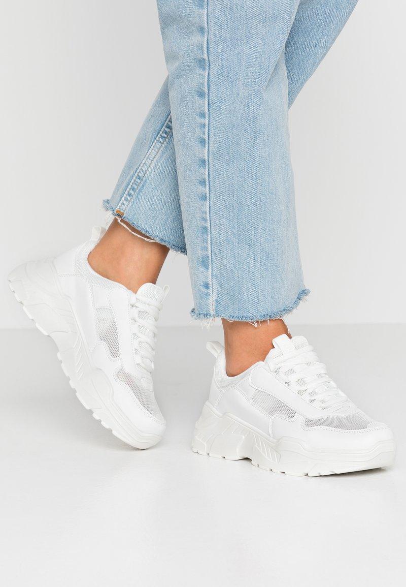 NA-KD - MIX CHUNKY TRAINERS - Zapatillas - white