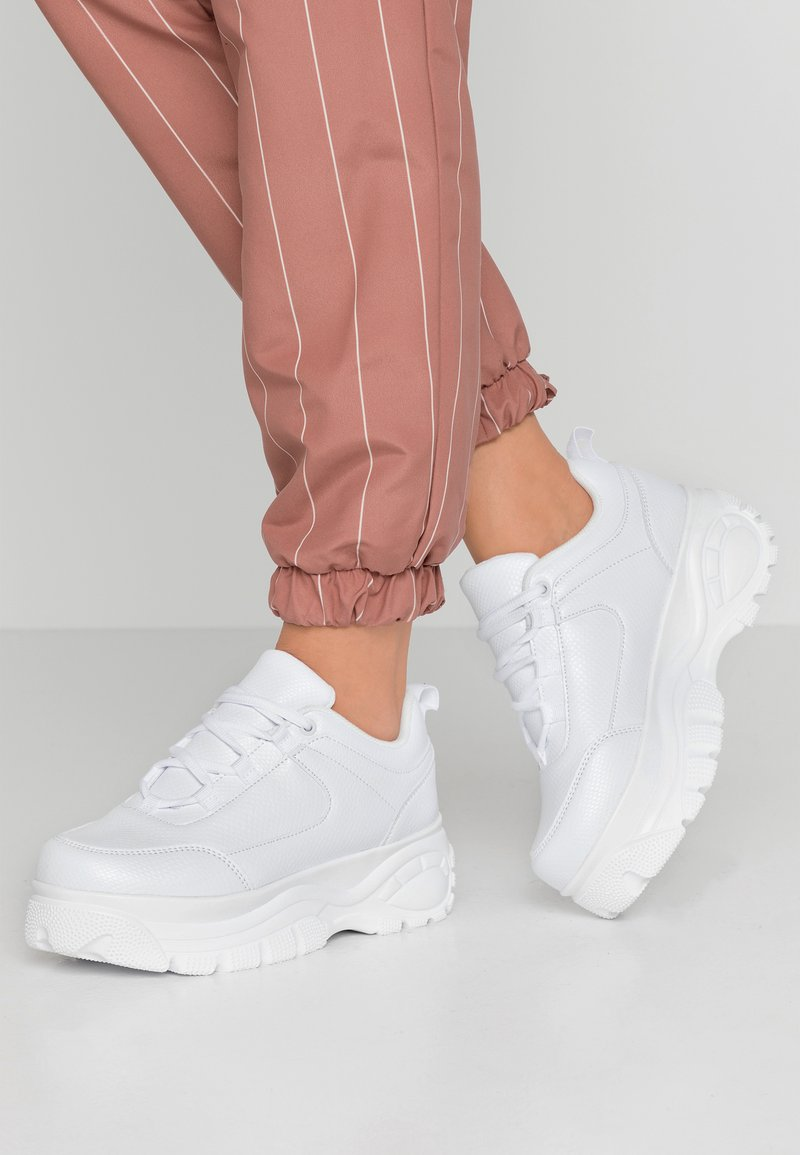 NA-KD - EMBOSSED CHUNKY PLATFORM TRAINERS - Sneaker low - white