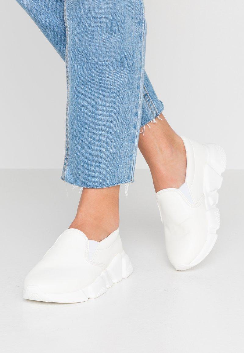 NA-KD - CHUNKY - Nazouvací boty - white