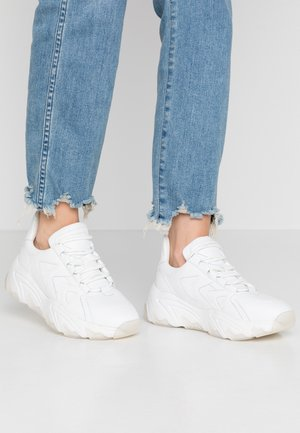 ZIG ZAG CHUNKY TRAINERS - Sneakers laag - white