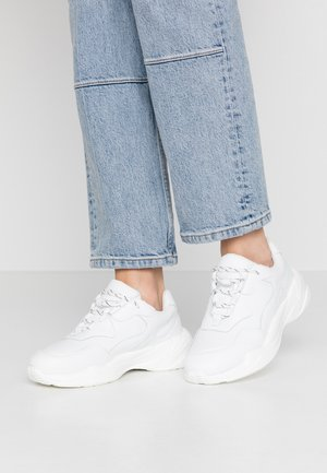 STRIPED LACE TRAINERS - Matalavartiset tennarit - white