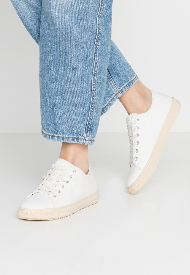 TRAINERS - Sneakers laag - white/beige
