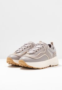 NA-KD - ROUNDED CHUNKY TRAINERS - Tenisky - lilac - 4