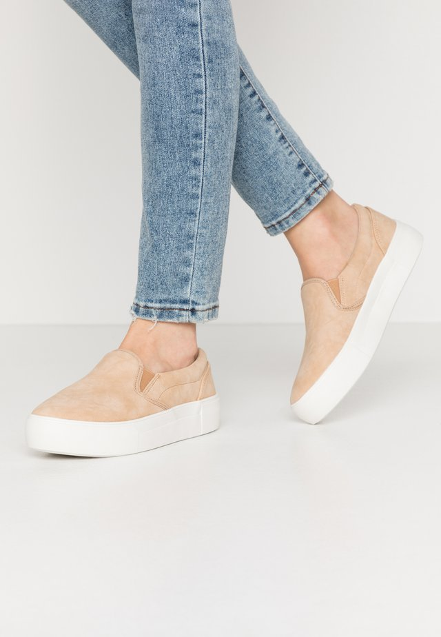 BASIC TRAINERS - Nazouvací boty - beige