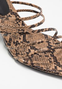 NA-KD - STRAPPY POINTY  - Pantofle na podpatku - brown - 2
