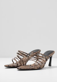 NA-KD - STRAPPY POINTY  - Mules à talons - brown - 4
