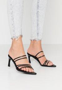 NA-KD - STRAPPY POINTY  - Pantofle na podpatku - black - 0