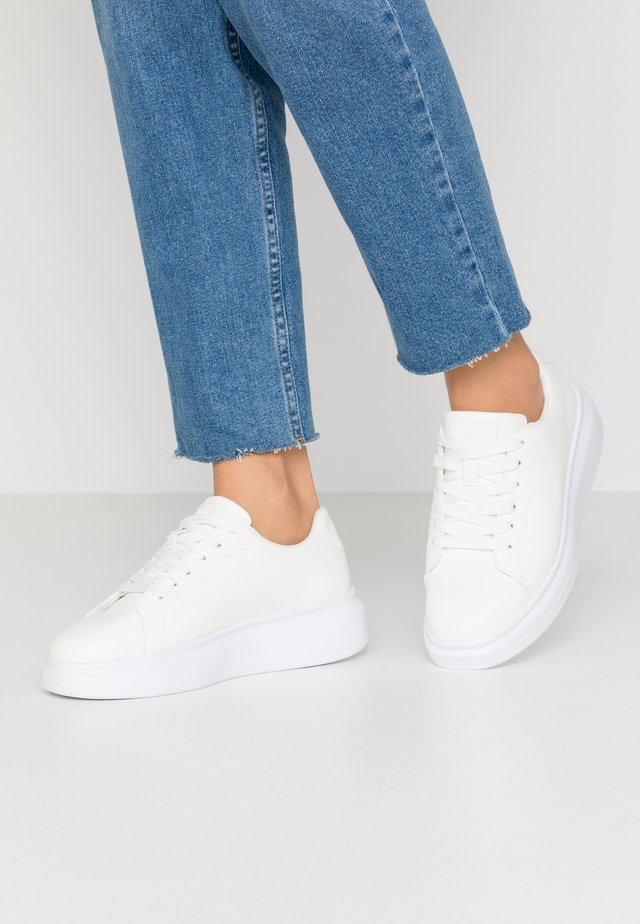 BASIC COURT TRAINERS - Sneaker low - offwhite