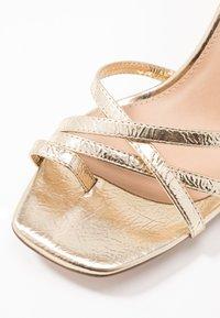 NA-KD - ANKLE STRAP STILETTO HEELS - Sandály na vysokém podpatku - gold - 2