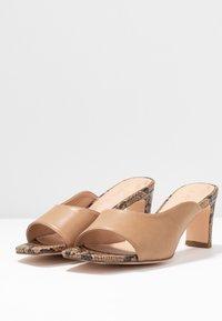 NA-KD - TWO TONED MULES - Pantofle na podpatku - beige - 4