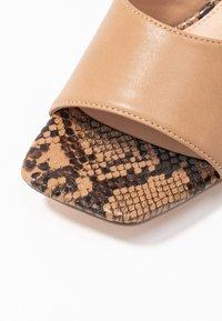 NA-KD - TWO TONED MULES - Pantofle na podpatku - beige - 2