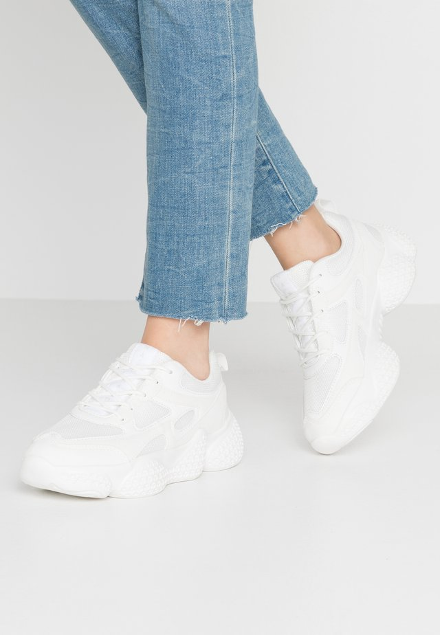 PATTERNED WAVY SOLE TRAINERS - Trainers - white