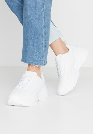 DETAIL TRAINERS - Joggesko - white