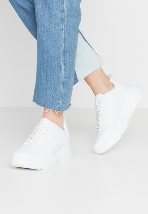SPORTY CHUNKY TRAINERS - Sneakers - white
