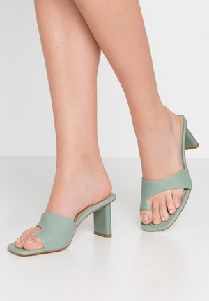 TOE STRAP MULES - T-bar sandals - pastel green