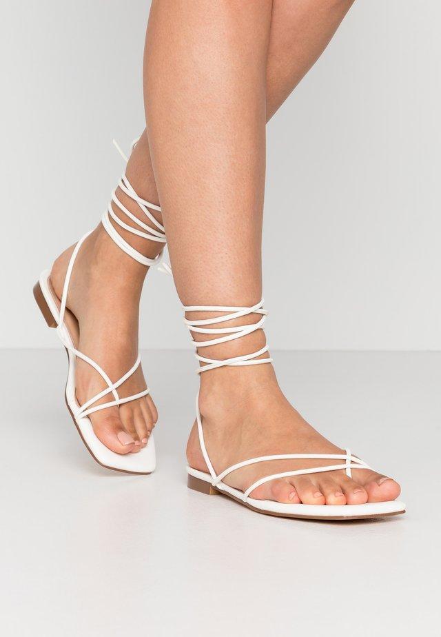 FLAT STRAP  - Sandály s odděleným palcem - white