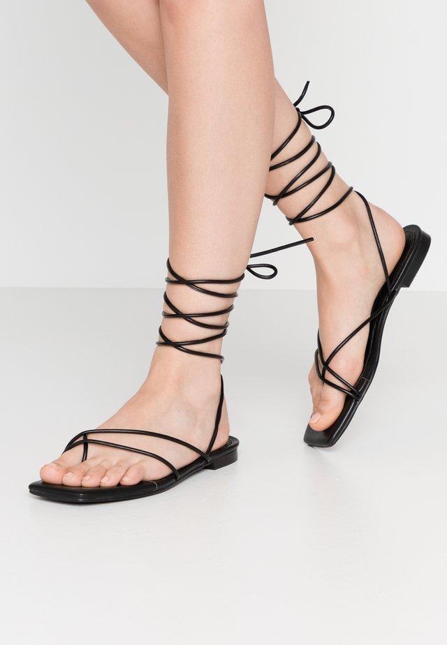 FLAT STRAP  - Sandály s odděleným palcem - black