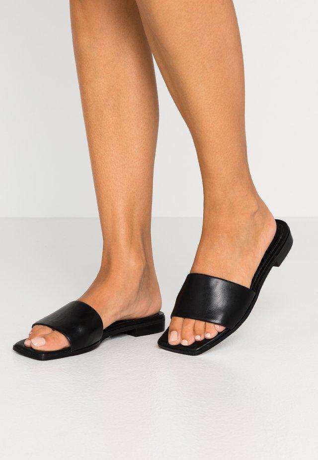 SQUARED FLATS - Sandaler - black