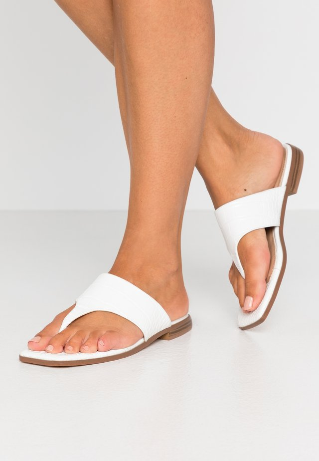 TOE STRAP FLATS - T-bar sandals - white