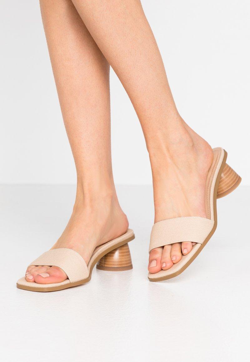 NA-KD - BASIC MULES CYLINDER HEEL - Pantofle na podpatku - natural