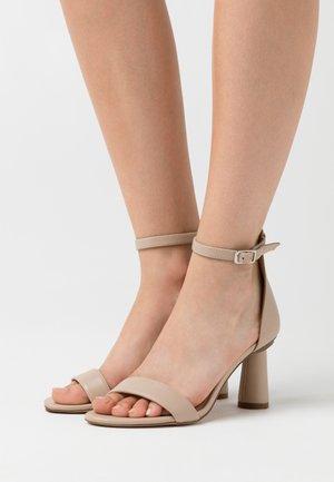 CONE SHAPE STRAP  - Højhælede sandaletter / Højhælede sandaler - beige