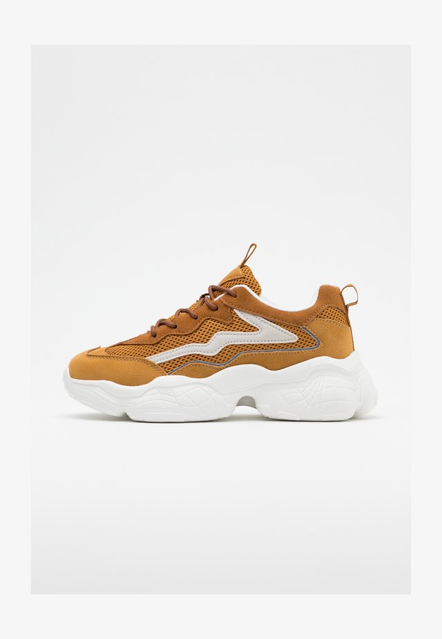 REFLECTIVE DETAIL TRAINERS - Sneakers laag - cognac