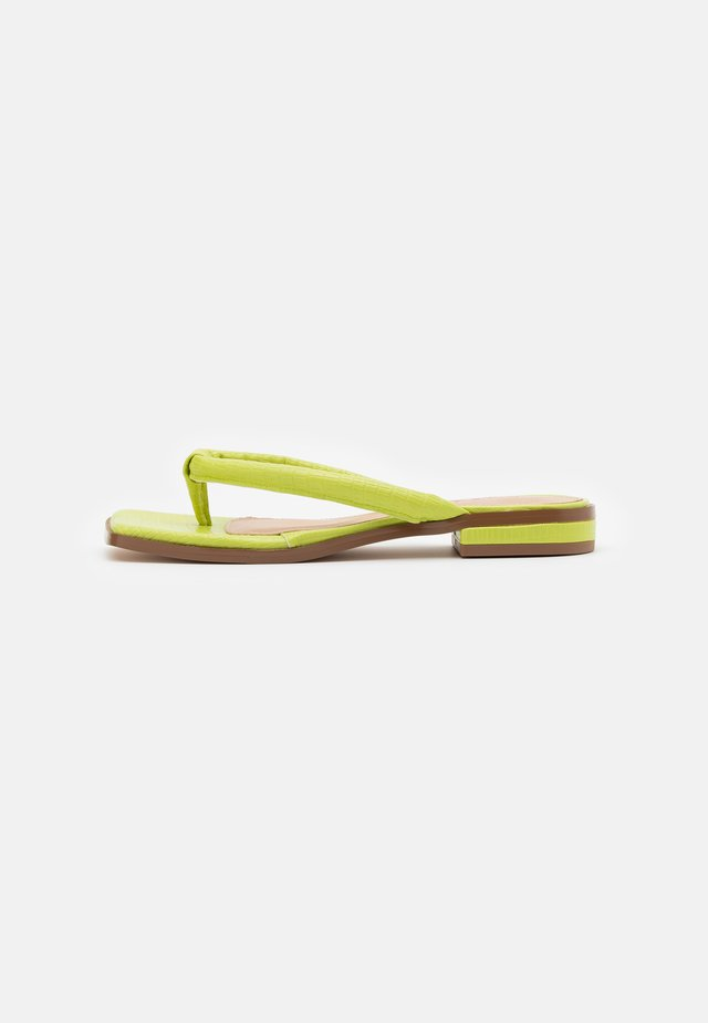 PADDED STRAP - T-bar sandals - green