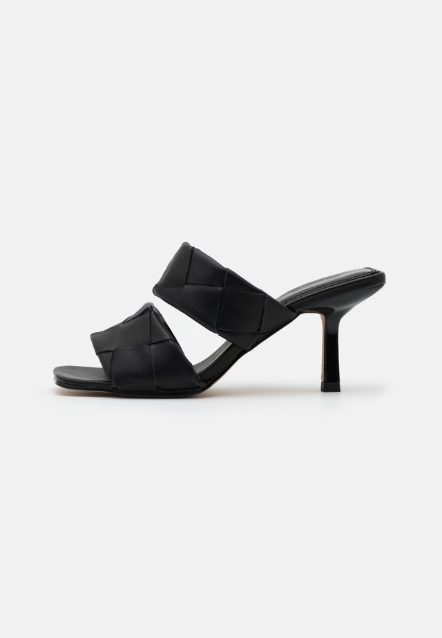 BRAIDED DOUBLE STRAP MULE - Ciabattine - black