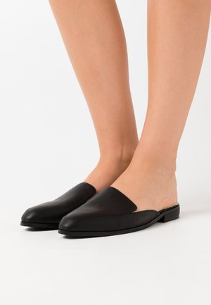 TEDDY BEDDED LOAFERS - Slippers - black