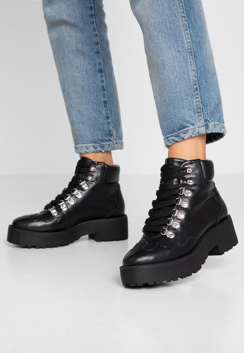 NA-KD - CLEATED WESTERN DETAIL LACEUP - Kotníková obuv - black