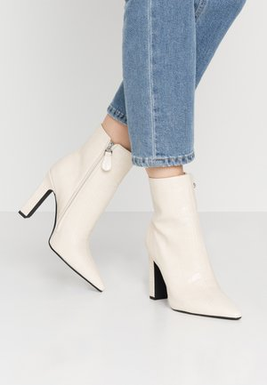 ROUNDED TOE BOOTS - High heeled ankle boots - offwhite