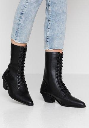 POINTY LACE UP BOOTS - Bottines à lacets - black