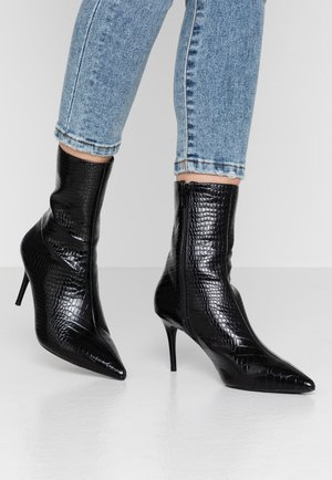 POINTY BOOTS - Classic ankle boots - black