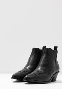 NA-KD - Boots à talons - black - 4