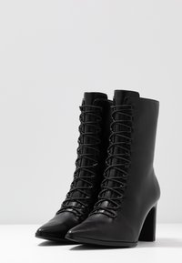 NA-KD - POINTY LACE UP BOOTIES - Lace-up ankle boots - black - 4