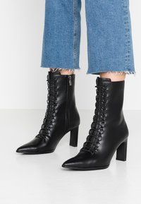 NA-KD - POINTY LACE UP BOOTIES - Lace-up ankle boots - black - 0