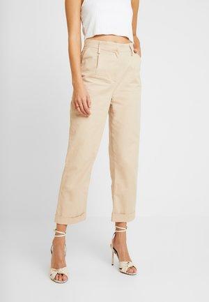 TINA MARIA STRAIGHT CARGO PANTS - Pantaloni - beige