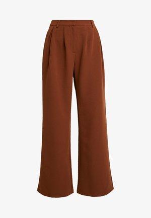 HANNA WEIG FLOWY TAILORED PANTS - Spodnie materiałowe - brown