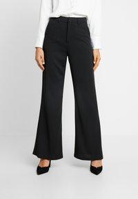 NA-KD - HIGH WAIST FLARED LEG SUIT PANTS - Pantaloni - black - 0