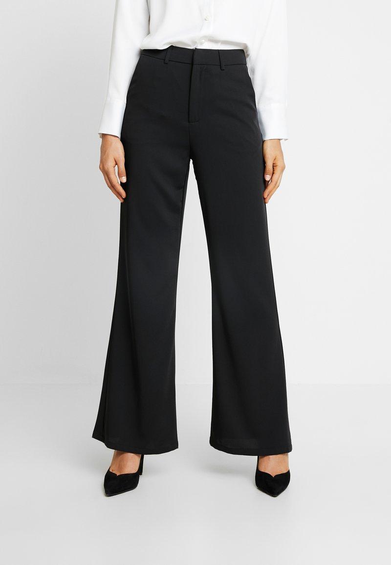 NA-KD - HIGH WAIST FLARED LEG SUIT PANTS - Pantaloni - black