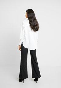 NA-KD - HIGH WAIST FLARED LEG SUIT PANTS - Pantaloni - black - 3