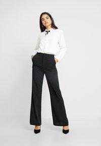 NA-KD - HIGH WAIST FLARED LEG SUIT PANTS - Pantaloni - black - 2