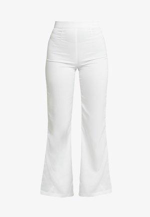 SHINY FLARE SUIT PANTS - Pantalones - white