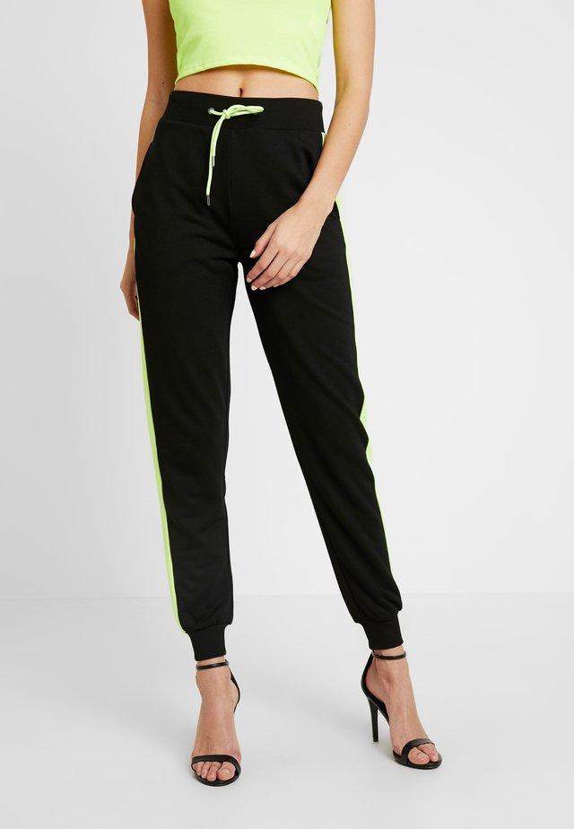 CONTRAST PANEL JOGGERS - Teplákové kalhoty - black
