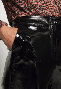 NA-KD - PATENT PANTS - Bukse - black - 4