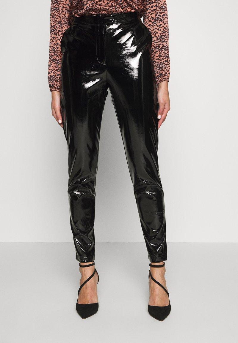 NA-KD - PATENT PANTS - Bukse - black