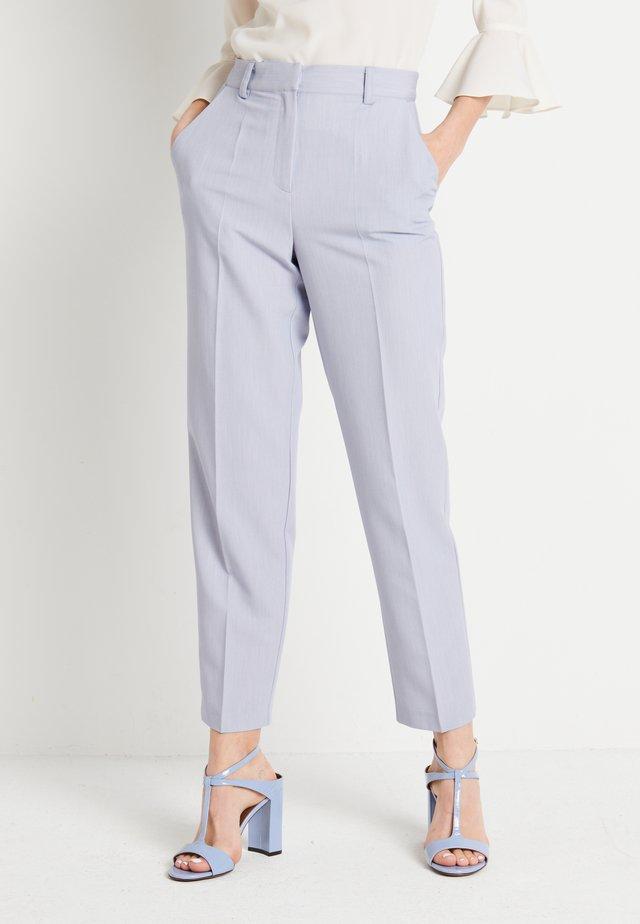 ZALANDO X NA-KD STRAIGHT SUIT PANTS - Kalhoty - dusty blue
