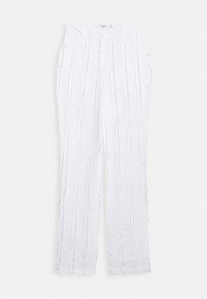 ZALANDO X NA-KD DETAIL SUIT PANTS - Pantaloni - off white