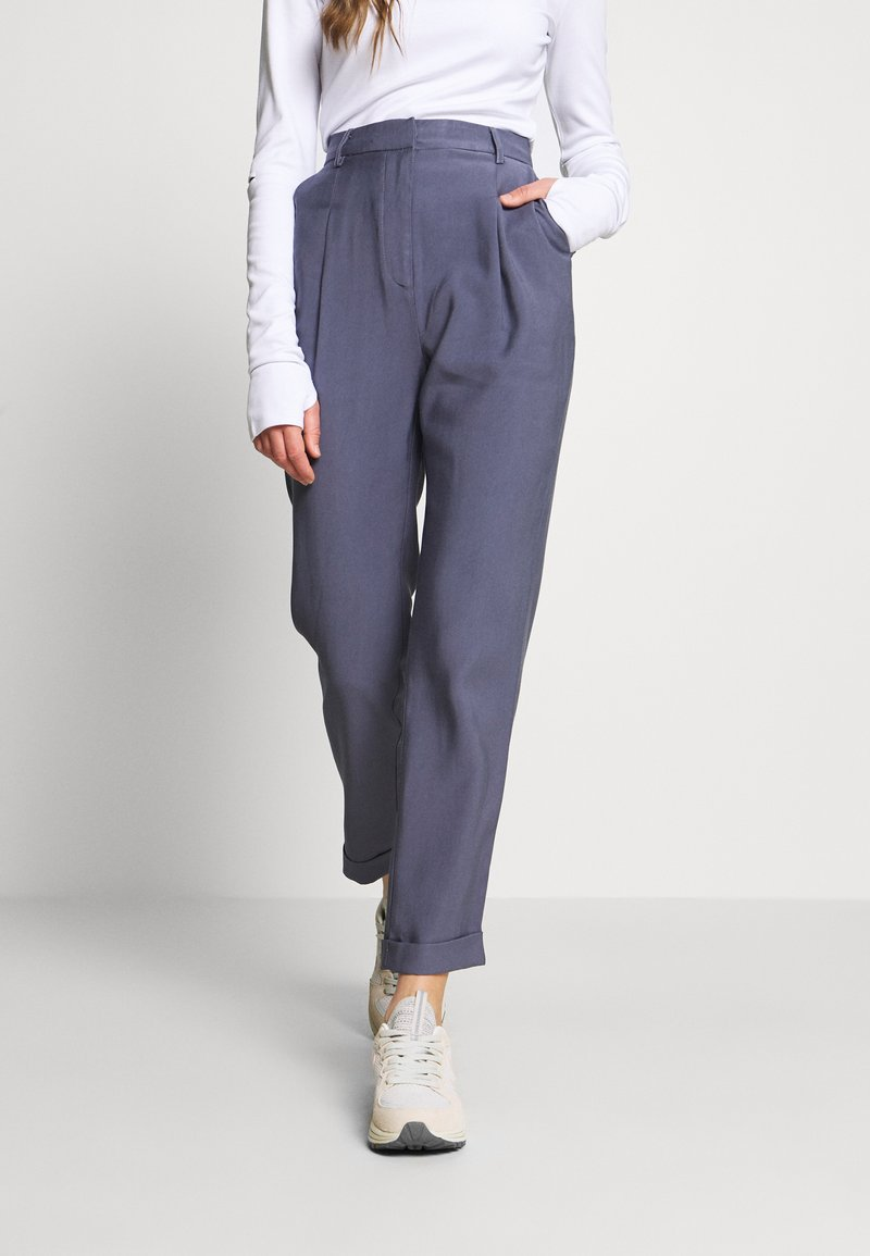 NA-KD - DARTED CROPPED - Trousers - blue