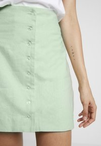 NA-KD - QUEEN OF JETLAGS FRONT BUTTON SKIRT - A-line skjørt - dusty light green